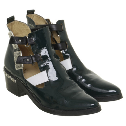 Toga Pulla Cut-Out Anckle Boots in Lackleder