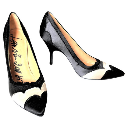 Lanvin pumps in black and white