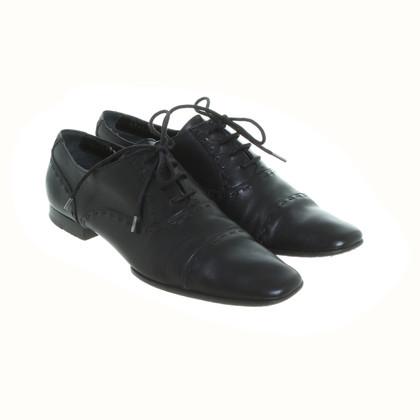 Gucci Scarpe stringate in nero
