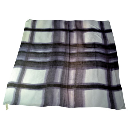 Burberry Cloth with a check pattern