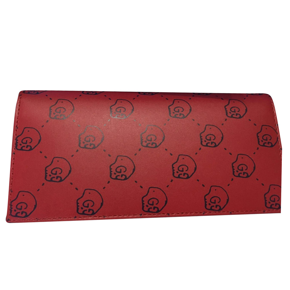 gucci clutch in rot second hand gucci clutch in rot gebraucht kaufen f r 330 00 2107114. Black Bedroom Furniture Sets. Home Design Ideas