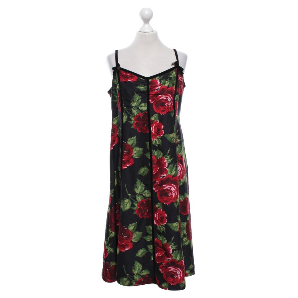 l k bennett kleid mit floralem muster second hand l k bennett kleid mit floralem muster. Black Bedroom Furniture Sets. Home Design Ideas