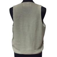 Closed vest