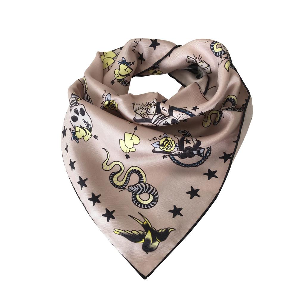 Alexander McQueen Cloth with skull motifs