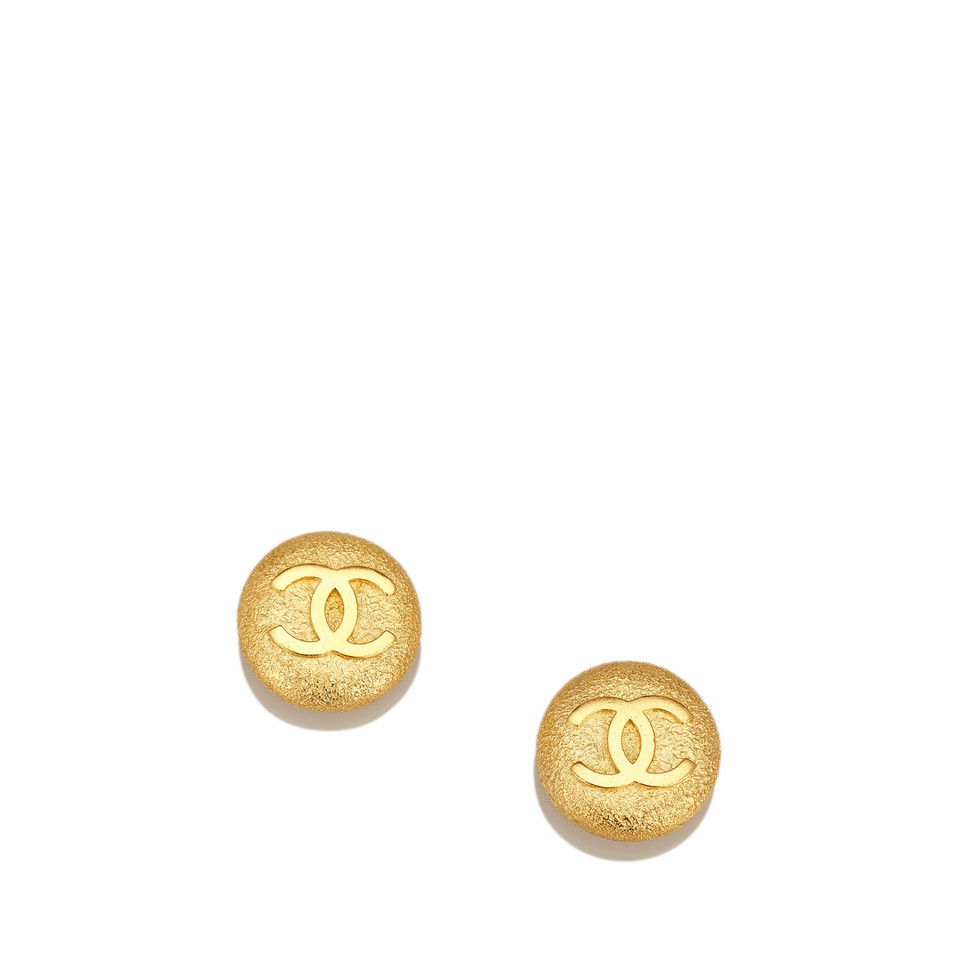 chanel gold tone cc clip on ohrringe second hand chanel. Black Bedroom Furniture Sets. Home Design Ideas
