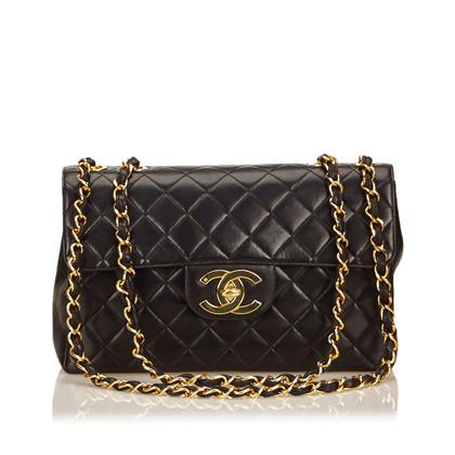 Chanel Jumbo Quilted lamsleer Flap Bag