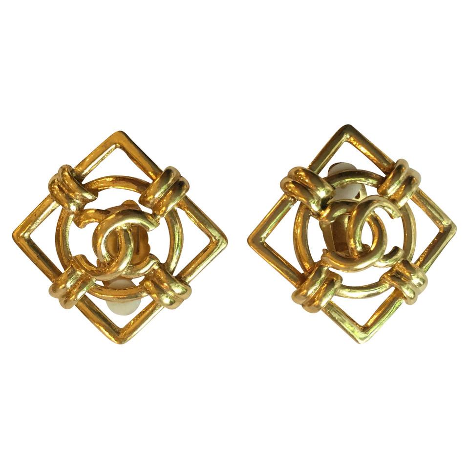 Chanel Earrings in gold