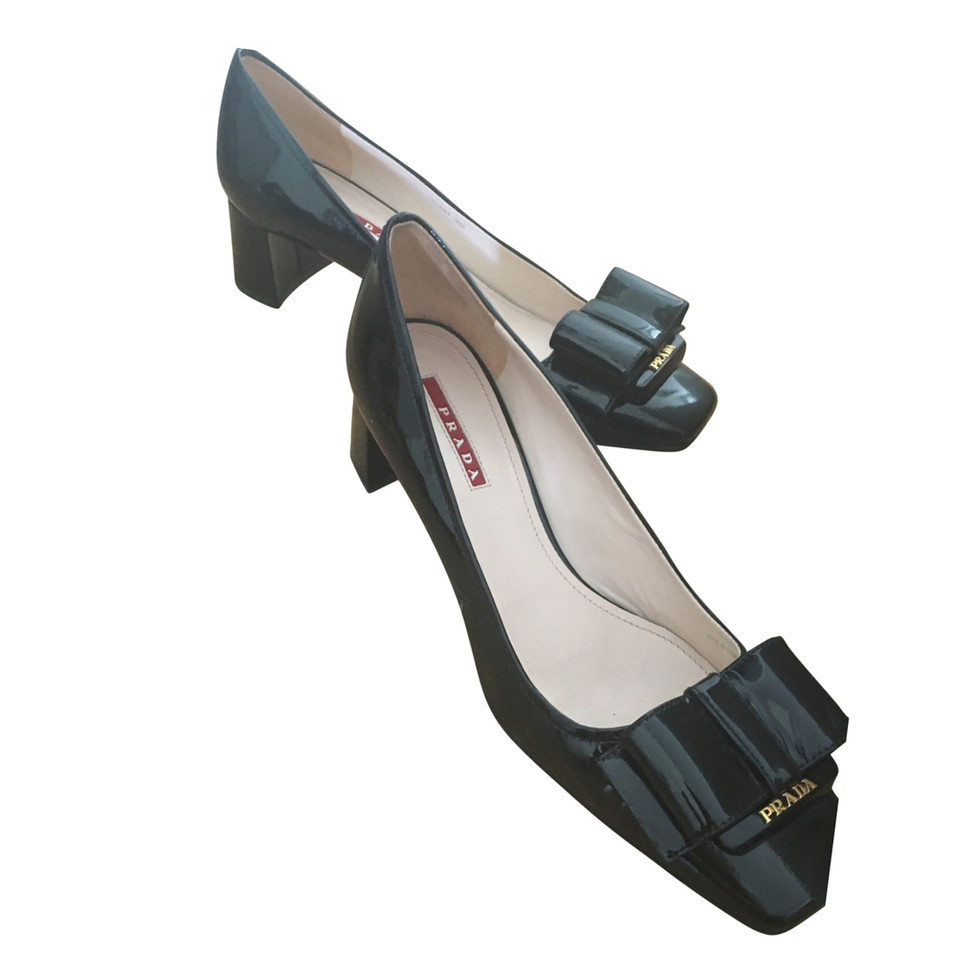 Prada in pelle verniciata pumps