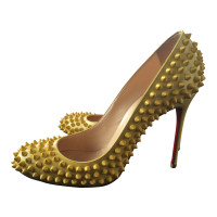 Christian Louboutin pumps geel