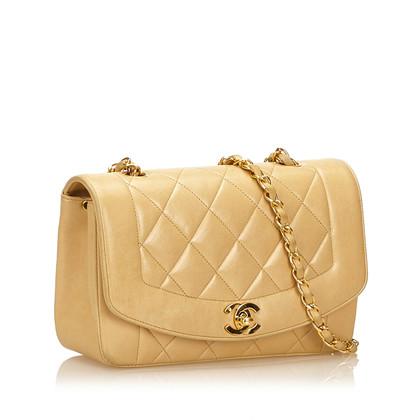 Chanel Umhängetasche aus Lammleder in Beige