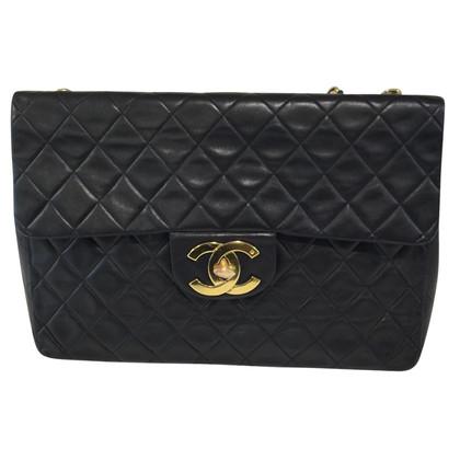 "Chanel ""Jumbo Flap Bag"" in Schwarz"