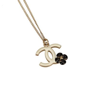 Chanel CC und Kamelie Anhänger Halskette