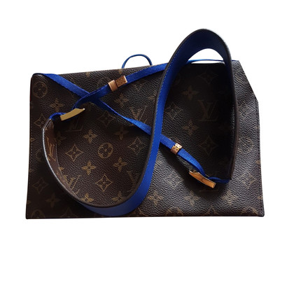 Louis Vuitton Umhängetasche aus Monogram Canvas