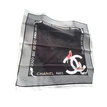 Chanel Halstuch