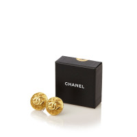 chanel gold ton cc clip auf ohrringe second hand chanel. Black Bedroom Furniture Sets. Home Design Ideas