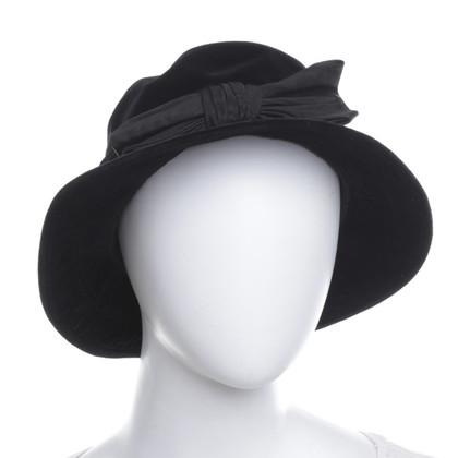 Yves Saint Laurent Fluwelen hoed in zwart