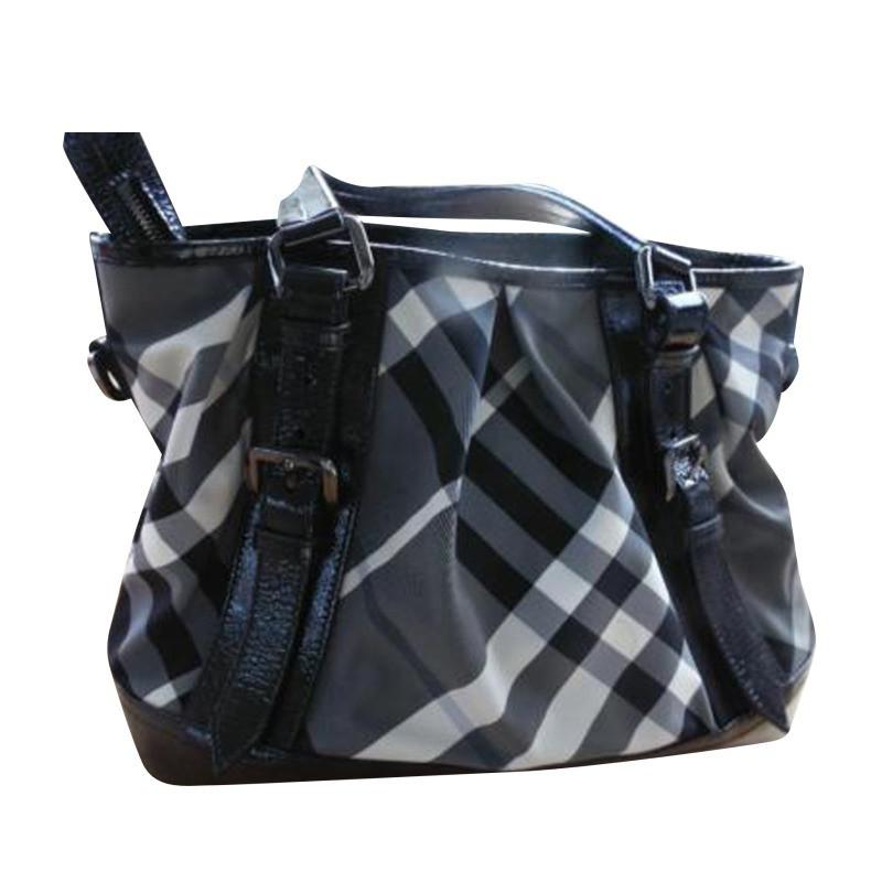 burberry handtasche schwarz wei second hand burberry handtasche schwarz wei gebraucht kaufen. Black Bedroom Furniture Sets. Home Design Ideas