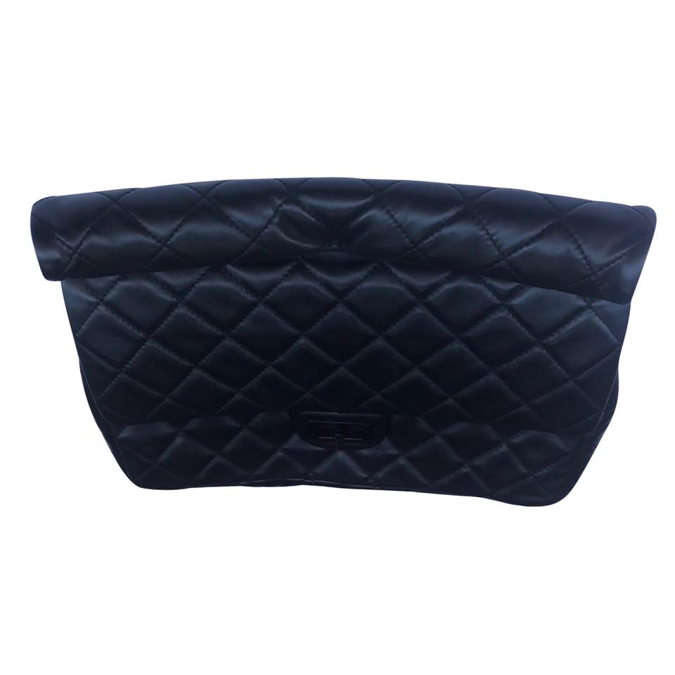 chanel clutch second hand chanel clutch gebraucht kaufen f r 2305242. Black Bedroom Furniture Sets. Home Design Ideas