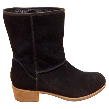 UGG Australia Wild leather boots lined