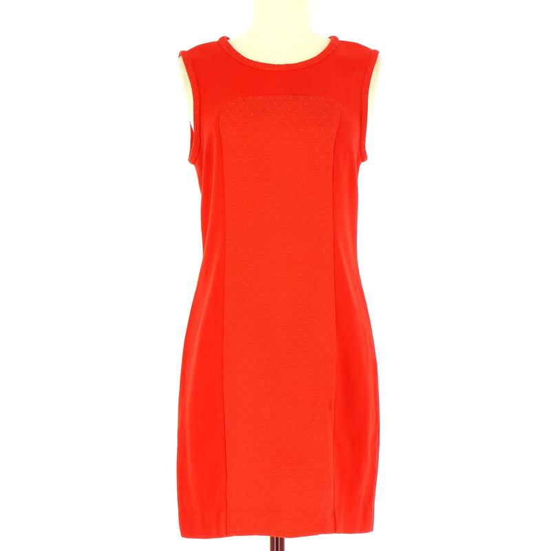Handla från hela världen hos PricePi. Zara Dress med rött