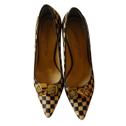 Louis Vuitton pumps met bont