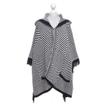 Closed Strickponcho mit Muster