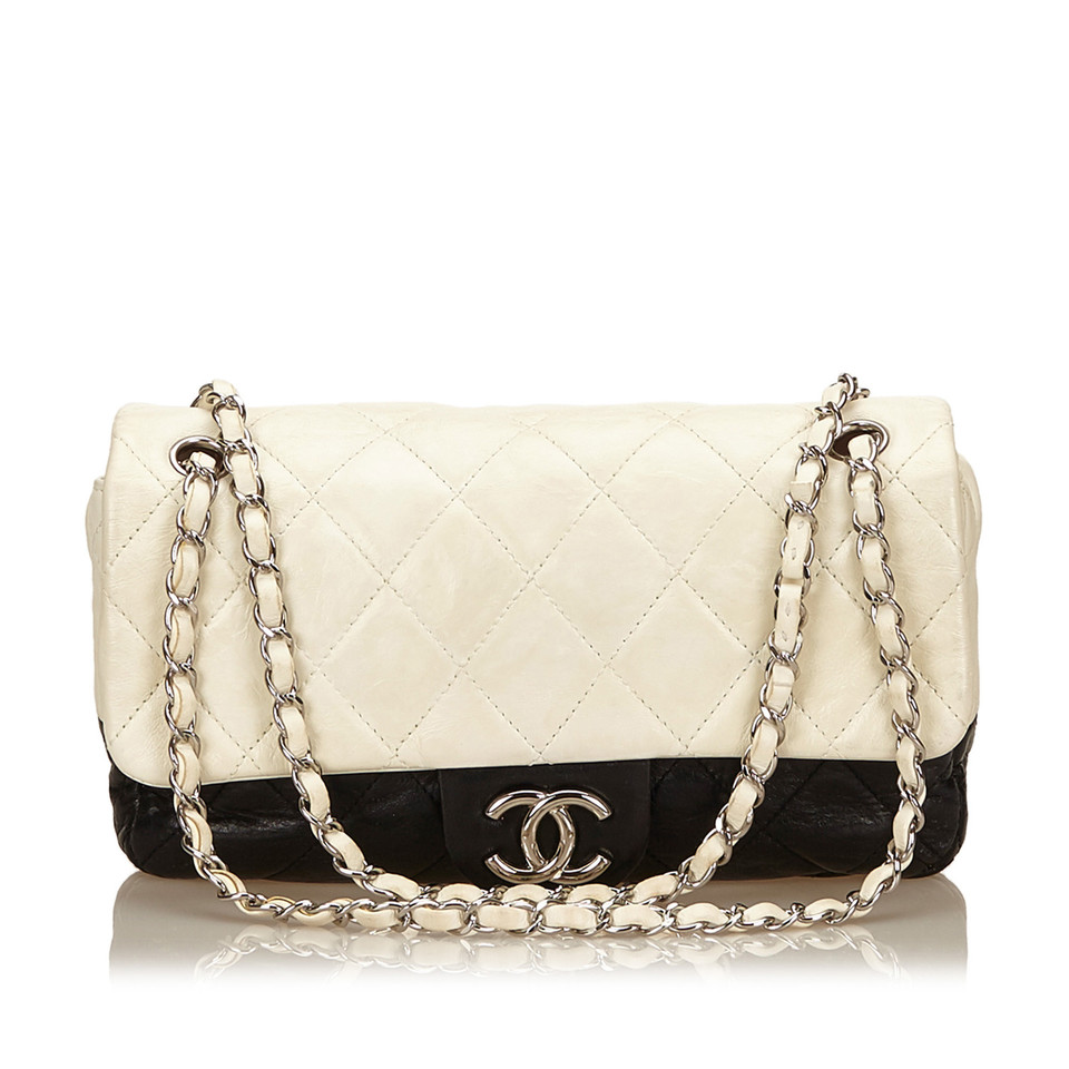 chanel flap bag buy second hand chanel flap bag for 1. Black Bedroom Furniture Sets. Home Design Ideas