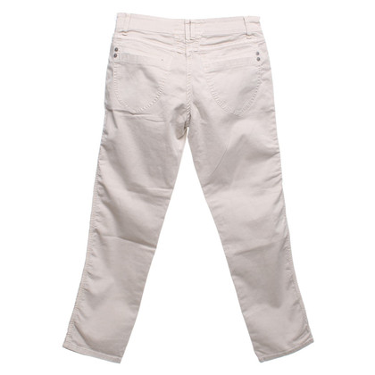 Closed trousers in beige