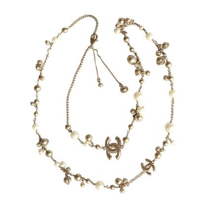 Chanel Perlenkette mit CC-Logos