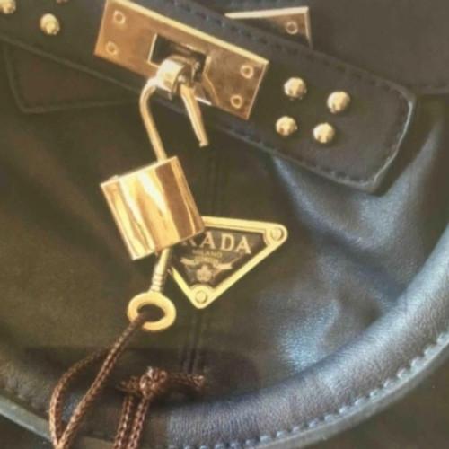 df13cfa3e0c7 Prada Vintage leather bag - Second Hand Prada Vintage leather bag ...