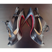 Christian Louboutin Zwarte platte sandalen met veters en veters