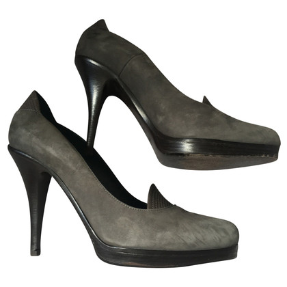 Hugo Boss pumps in grey