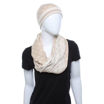 Louis Vuitton Scarf and hat with monogram pattern