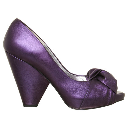Paco Gil Peeptoes in Metallic-Violett