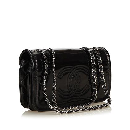 Chanel Schultertasche aus Lackleder