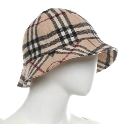 Burberry Hat with nova check pattern