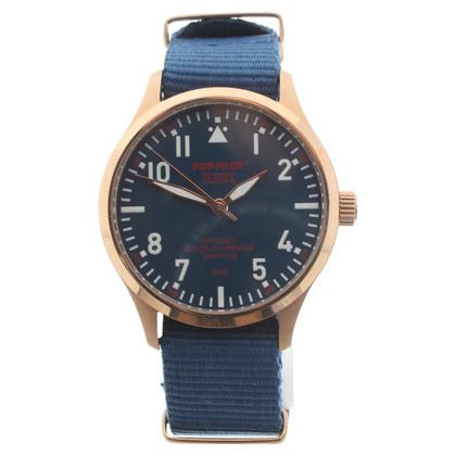 Closed Wristwatch in bicolour