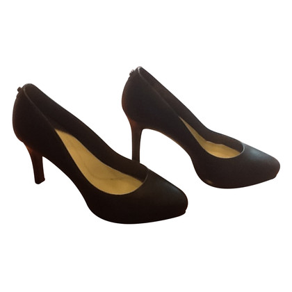 Elie Tahari pumps in nero