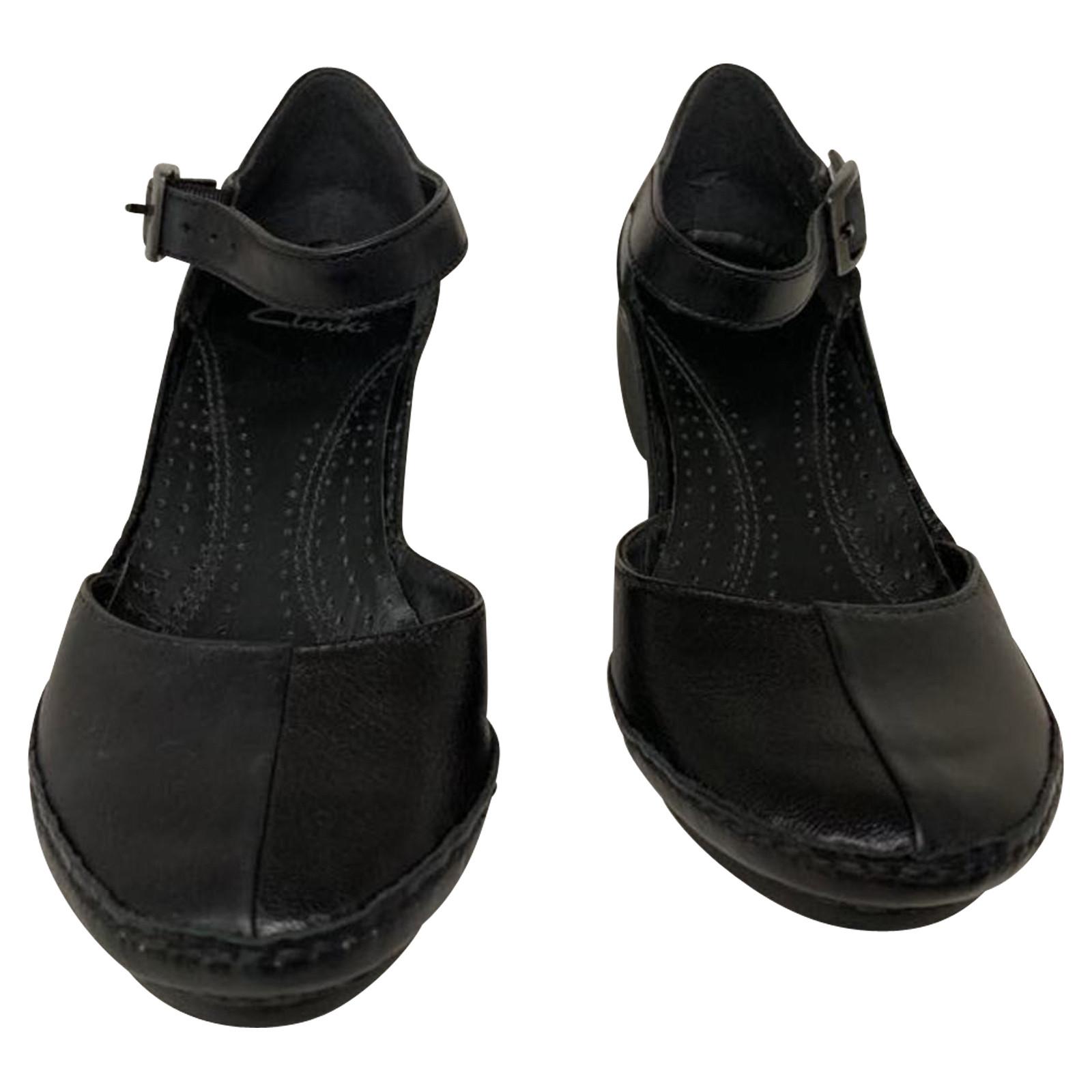 Clarks Sandalen aus Leder in Schwarz Second Hand Clarks