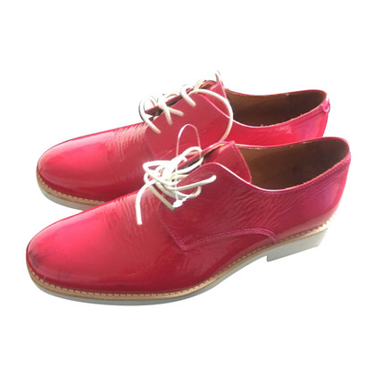 Closed lace-up shoes