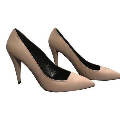 Hugo Boss pumps in Beige