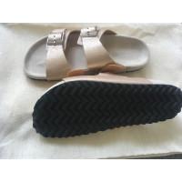 Closed Golden sandals