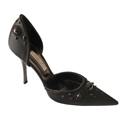 Sebastian pumps in black