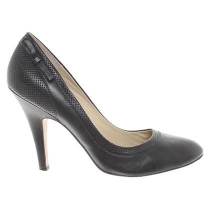 Ash pumps with perforated leather