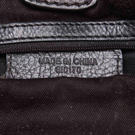 Givenchy Schultertasche mit Nieten-Besatz Schwarz Freies Verschiffen Neue Stile Zum Verkauf 2018 Billig Verkauf 2018 Günstig Kaufen Authentisch 5YWaV