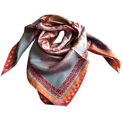 Louis Vuitton Foulard en soie avec impression - Acheter Louis ... b0aeebf4823
