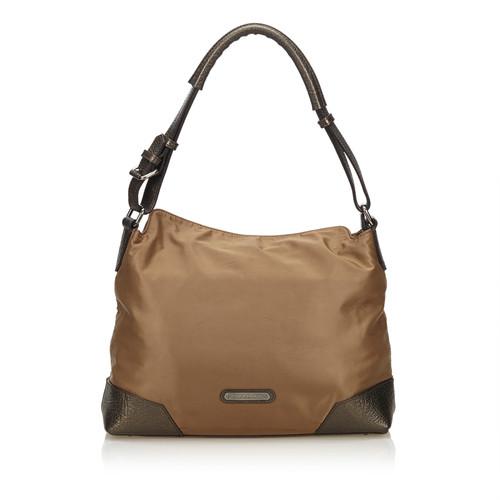 26d4fd9349d8 Burberry Nylon shoulder bag - Second Hand Burberry Nylon shoulder ...
