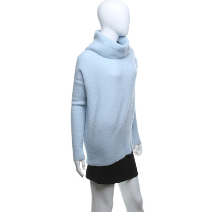 Bloom Knitted pullover in light blue