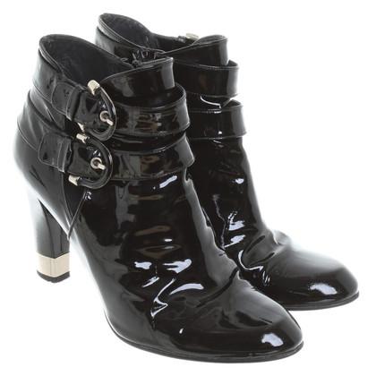 Stuart Weitzman Stiefeletten aus schwarzem Lackleder