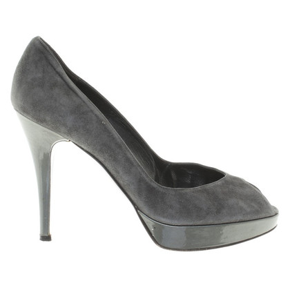 Stuart Weitzman Toes in dark gray